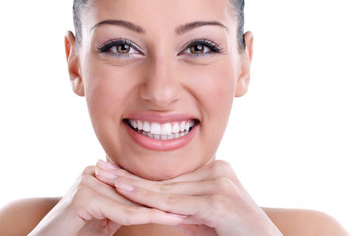Mujer con diseño de sonrisa perfecto